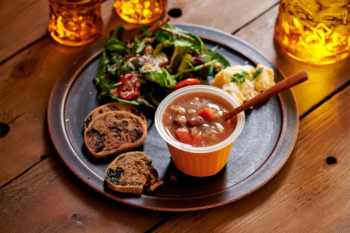 幸せ感じる野菜スープ「野菜をmotto」