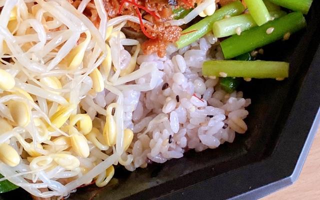 大豆ミートの肉味噌と雑穀米の7種ナムルビビンバ