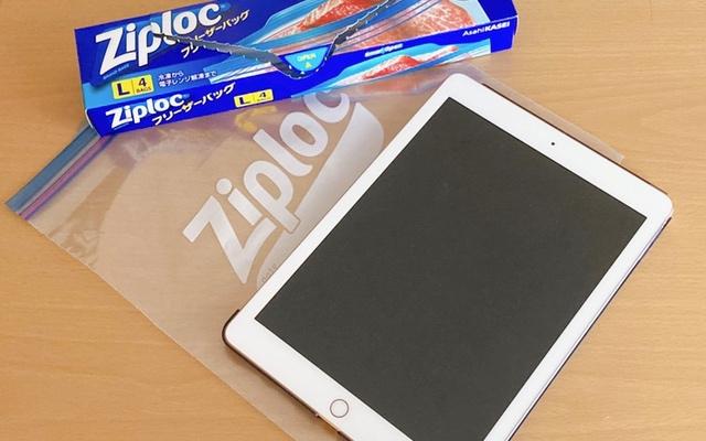 iPadをジップロックに入れて防水対策